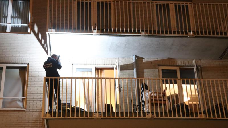 Man zwaargewond na val balkon woningoverval