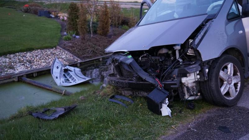 Meerdere gewonden bij botsing tussen twee auto's in Breezand