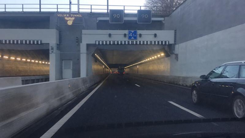 Grote drukte in de IJmond door ongeluk in Velsertunnel.