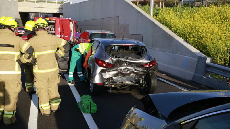 Automobilist uit voertuig geknipt na botsing op N194 bij Heerhugowaard.