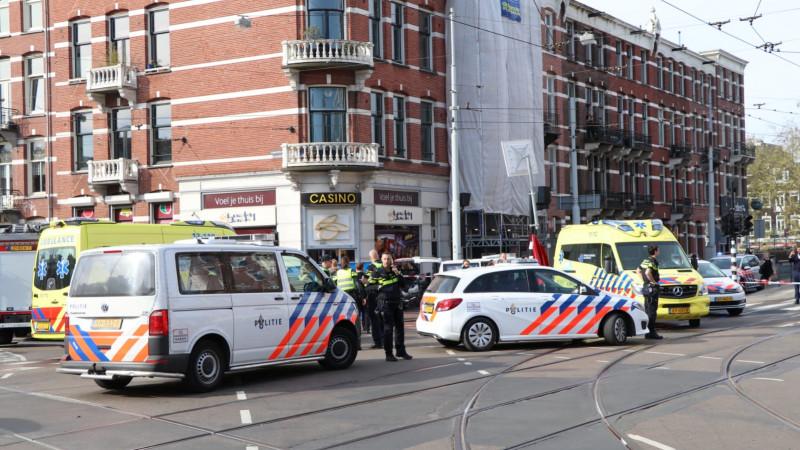 Fietsster overleden na aanrijding met vrachtwagen in Amsterdam.