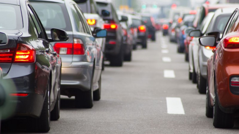 Verbindingsweg A4 tot tien uur afgesloten door ongeluk met 7 autos.