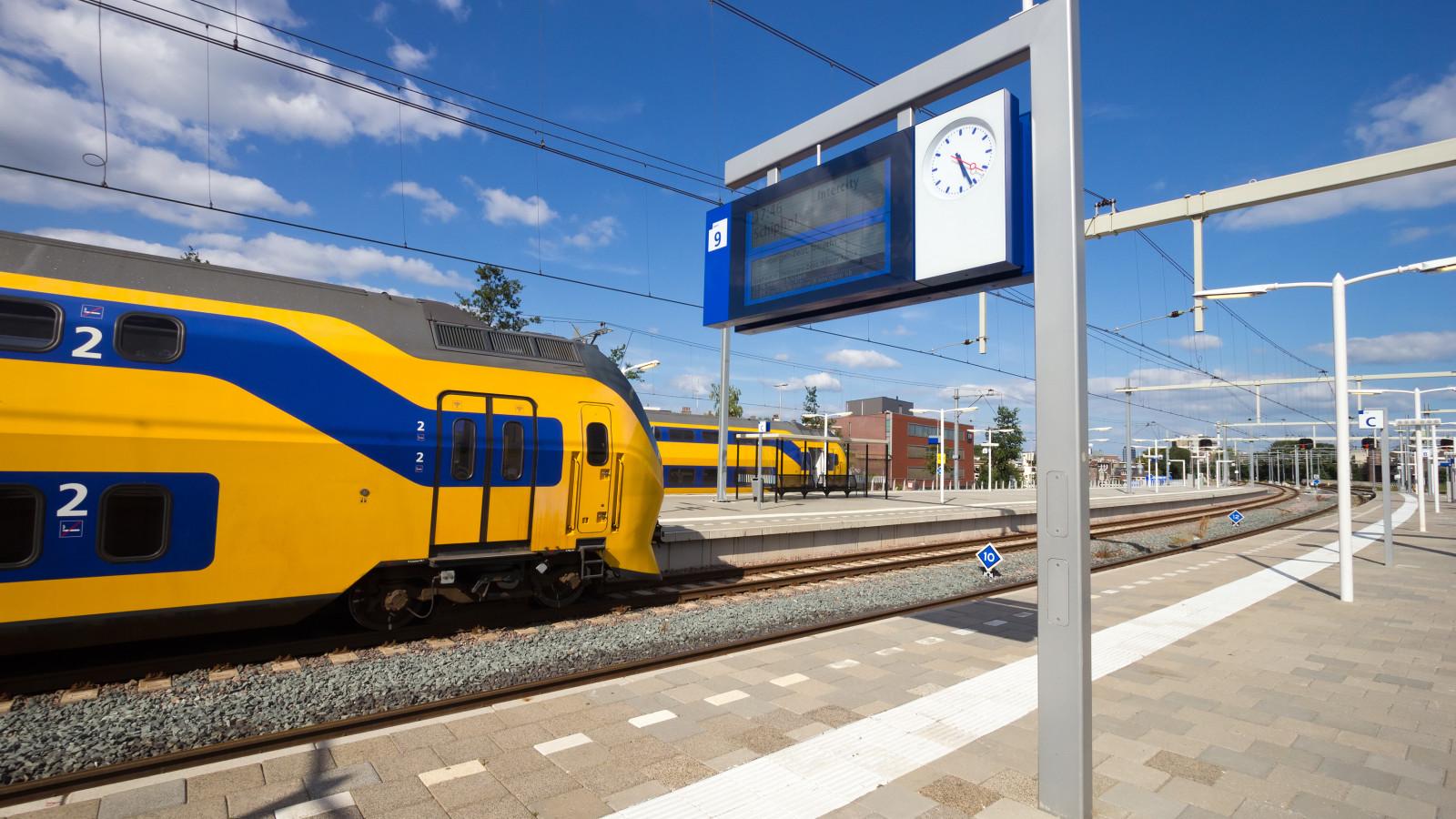 Geen treinen tussen Haarlem en Leiden door aanrijding.