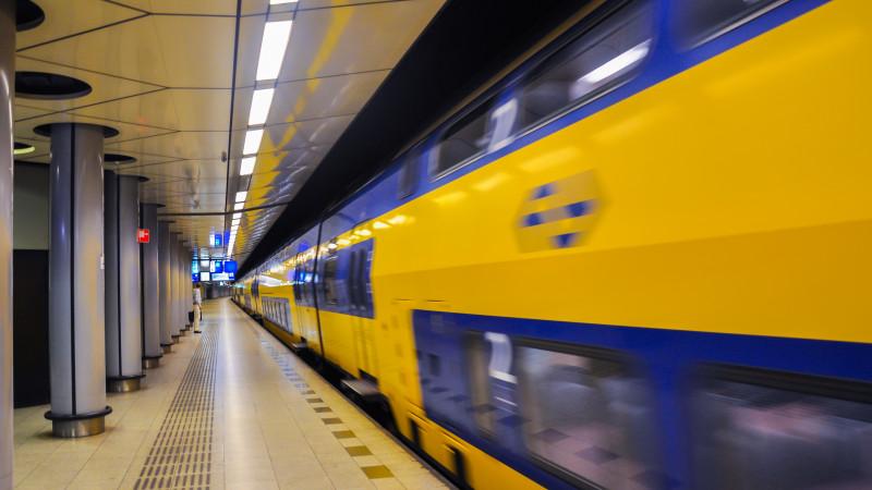Treinverkeer tussen Schiphol en Hoofddorp plat na aanrijding.