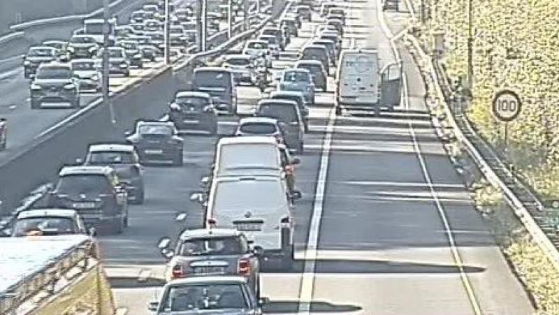 Flinke file op A1 richting Amersfoort door ongeluk.
