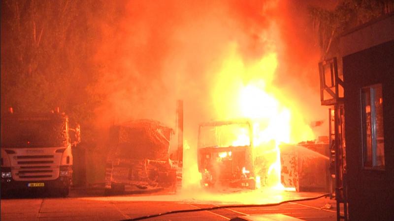 Grote brand vrachtwagens containerverhuurbedrijf Zaandam