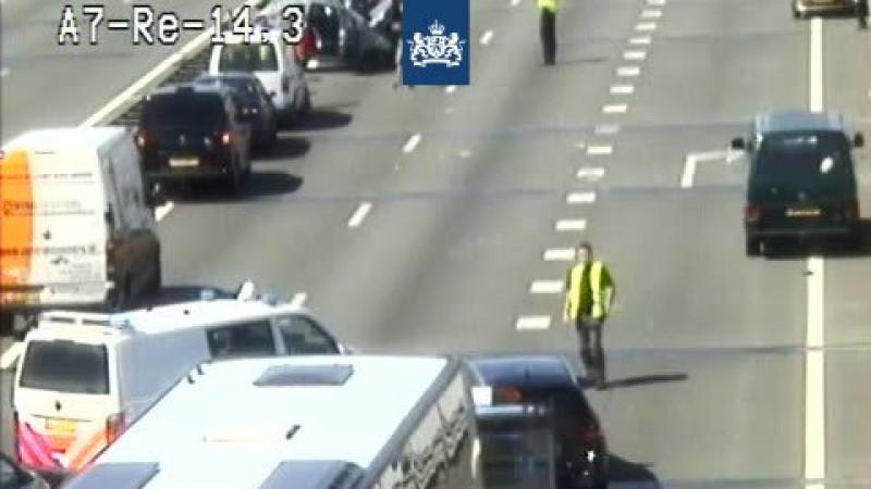 Flinke file op A7 richting Hoorn na ongeluk met meerdere autos.