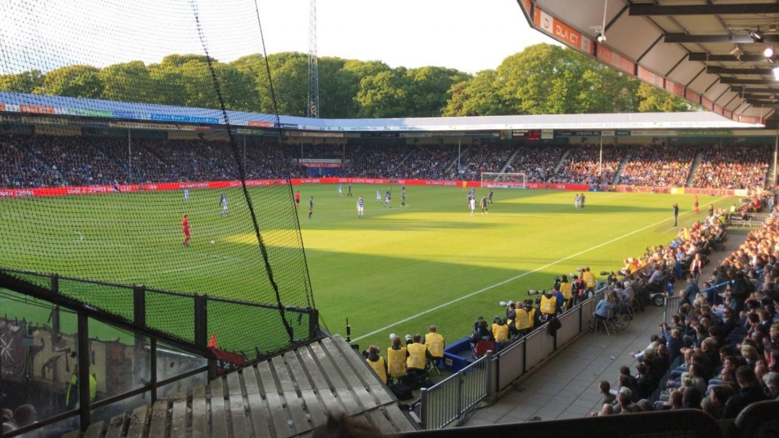 Ajax-hooligans Betreden En Bekladden Stadion De Graafschap