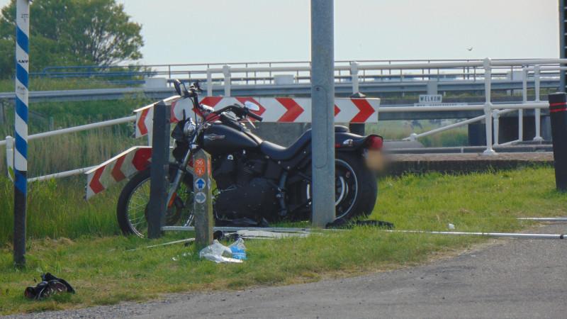 Motorrijder overleden na ongeluk op kruispunt Warmenhuizen.