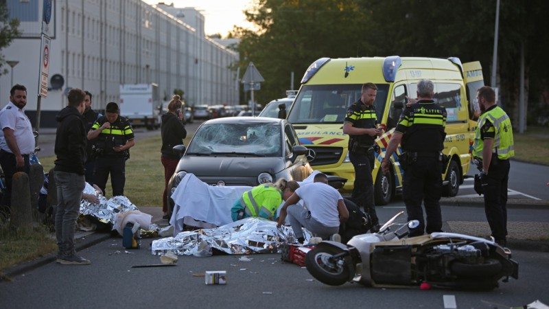Ongeluk auto scooter Amsterdam Dubbelinkdreef