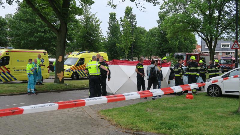 Automobiliste overleden bij botsing tegen boom in Beverwijk.