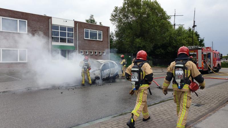 Klein ongelukje in Zaandam mondt uit in felle voertuigbrand.