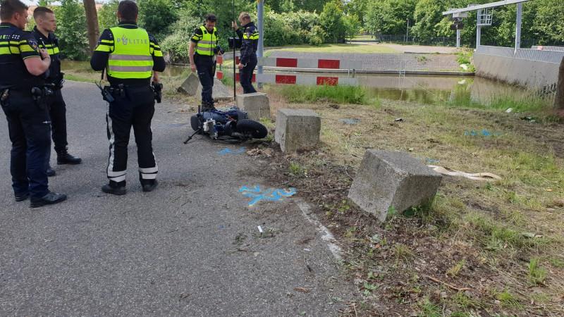 Scooterrijder ernstig gewond bij ongeluk in Lijnden.