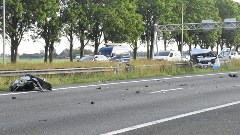 Lange file door ongeluk op A7: weg richting Hoorn dicht.