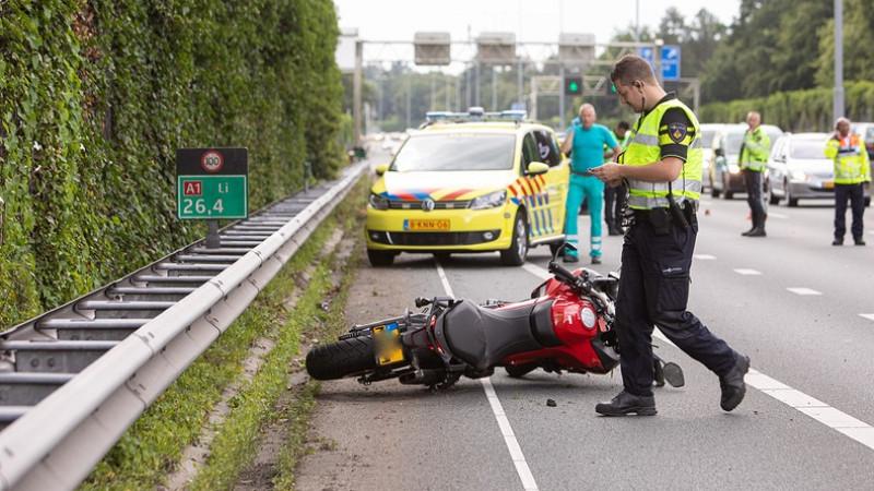 Motorrijder gewond op A1