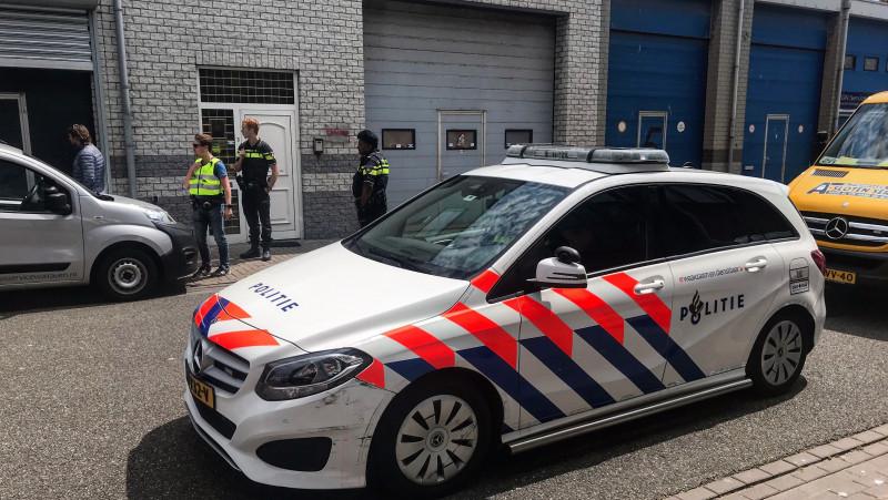 Politie en douane kammen loodsen IJmuiden uit