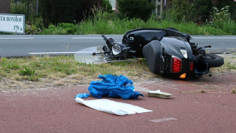 Scooterrijder zwaargewond na ongeluk in Aalsmeer.