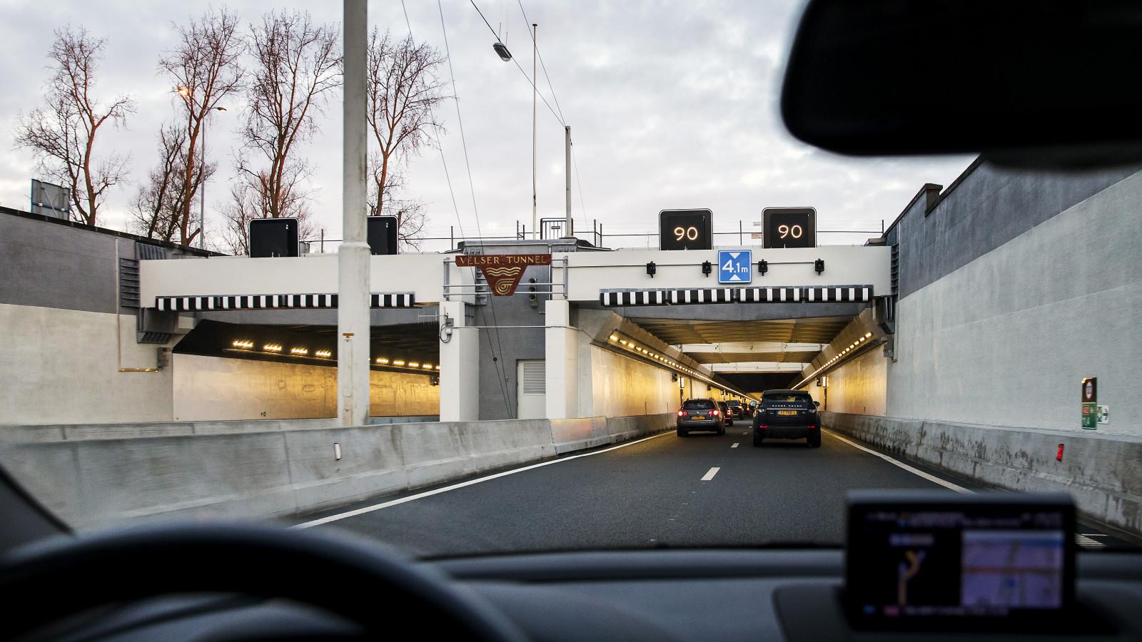 Automobilisten opgelet! Velsertunnel in de richting van Beverwijk dicht door ongeluk.