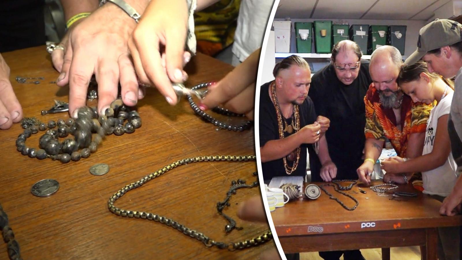 Familie uit Hoorn vindt complete juwelenschat en zoekt eigenaar