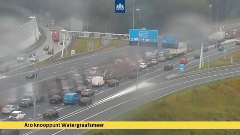 Lange file op A10 bij Amsterdam door ongelukken.
