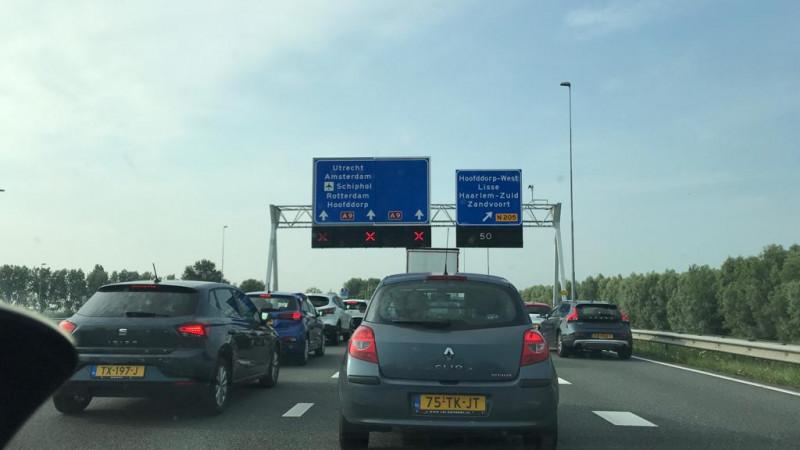 A9 bij Haarlem-Zuid afgesloten vanwege ongeluk: file loopt op.