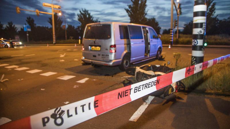 Scooterrijder zwaargewond na ongeluk met busje in Haarlem.