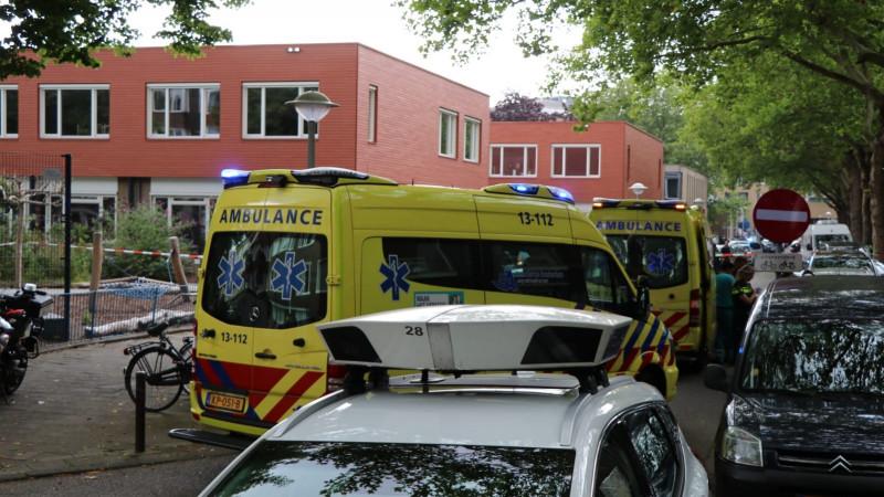 Jong kind ernstig gewond na botsing bij Amsterdamse school.