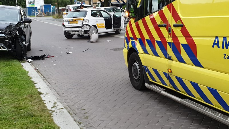 Bestuurder gewond na botsing in Krommenie.