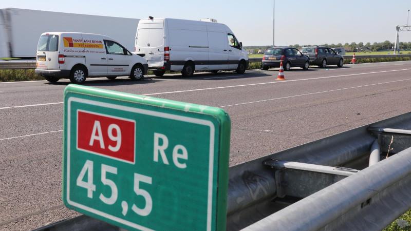 Chaos op A9 weer voorbij: spits met twee ongelukken en een kapotte auto.