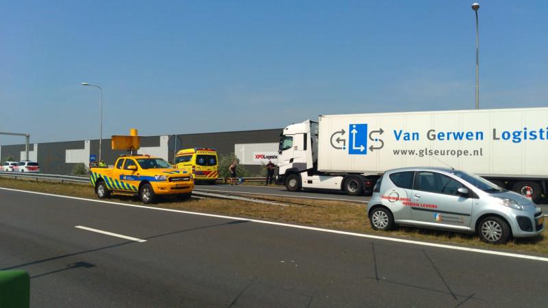 Waterwolftunnel bij Aalsmeer dicht door ongeluk.