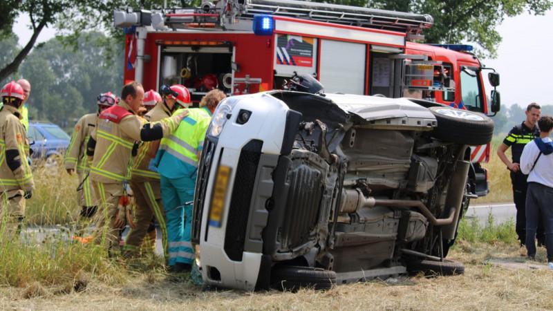 Drie gewonden bij ernstige botsing tussen twee autos in Edam.