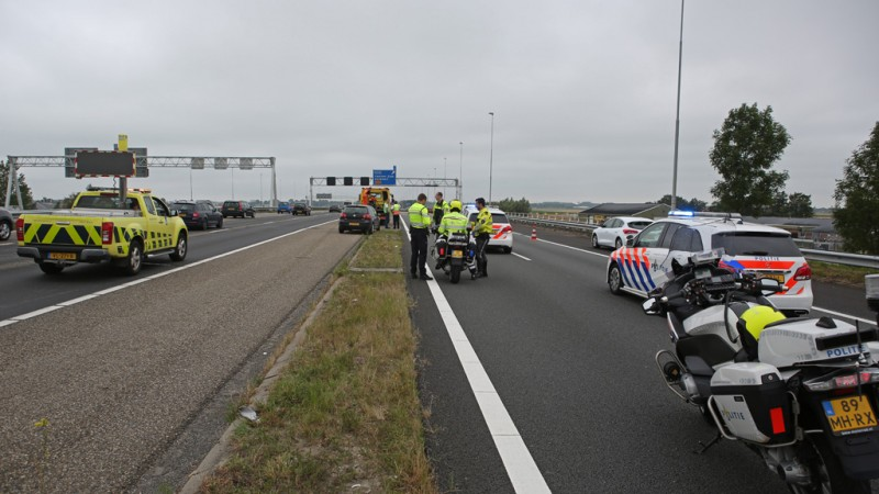Motorrijder gewond na botsing met auto op A9 bij Zwanenburg.