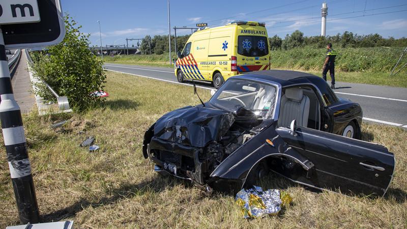 Bestuurder van oldtimer gewond na ongeluk op de A200.