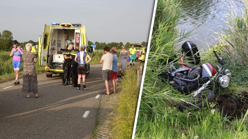 Wielrenner gewond bij frontale botsing met motor op dijk Ursem.