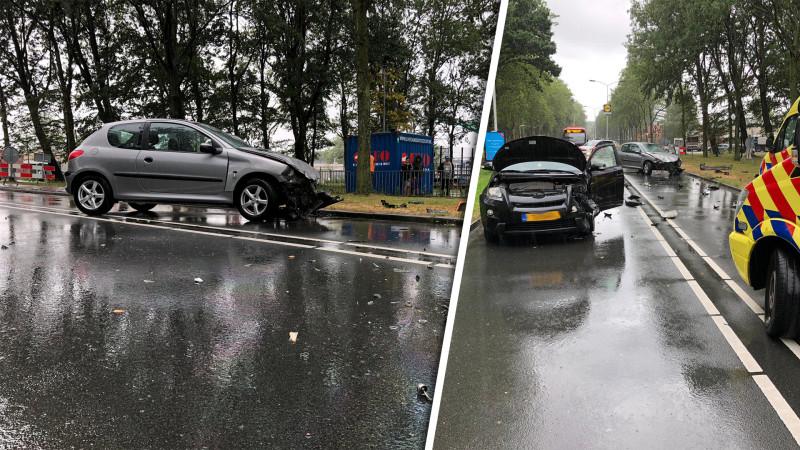 Twee automobilisten gewond bij frontale botsing in Zaandam.