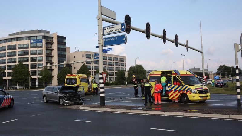 Gewonde bij fikse botsing met twee autos in Schiphol-Rijk.
