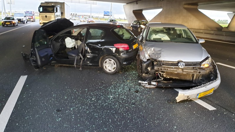 Gewonde bij ongeluk met drie autos op A4.