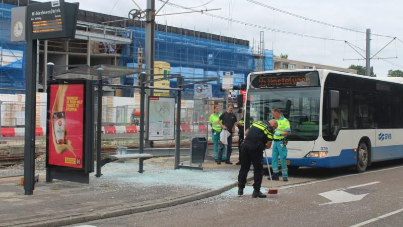 Passagier GVB onder het glas bij ongeluk in Amstelveen.