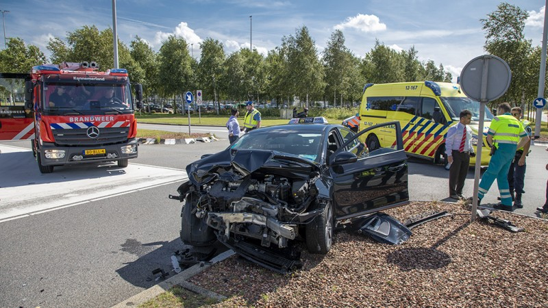 Gewonde en veel schade bij heftige botsing vlakbij Schiphol.