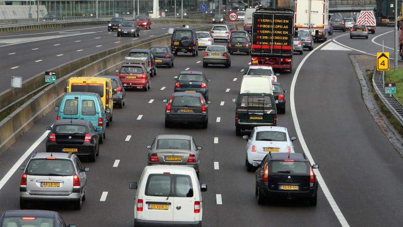 Veel vertraging op A5 en A10 door ongeluk en reparatie bij Coentunnel.