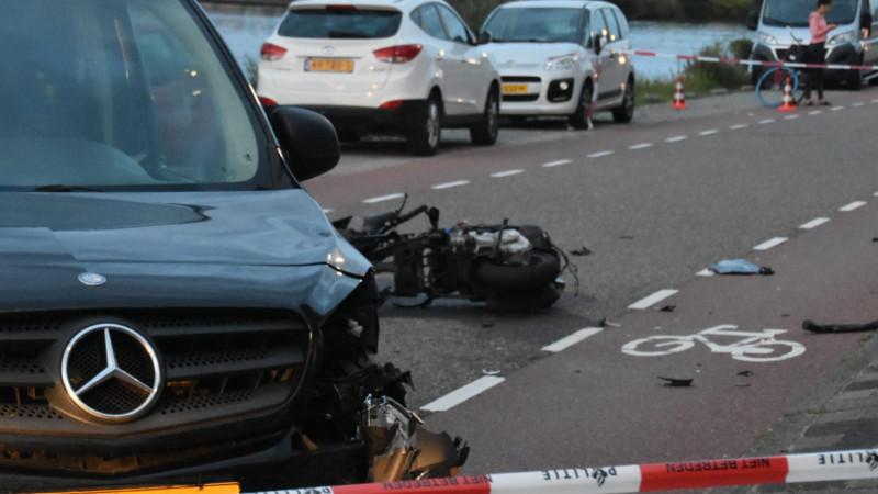 Scooterrijder gewond bij frontale botsing in Zwanenburg.