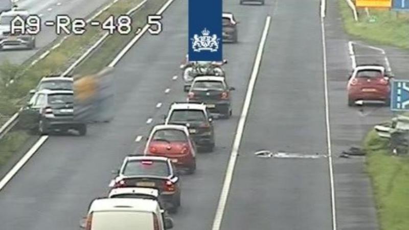 Twee rijstroken A9 richting Alkmaar dicht door ongeluk.