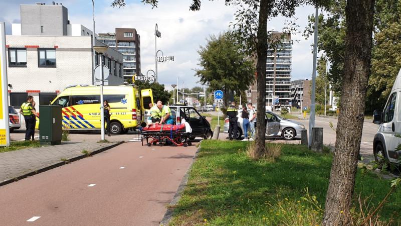 Gewonde bij botsing tussen auto en Canta in Zaandam.