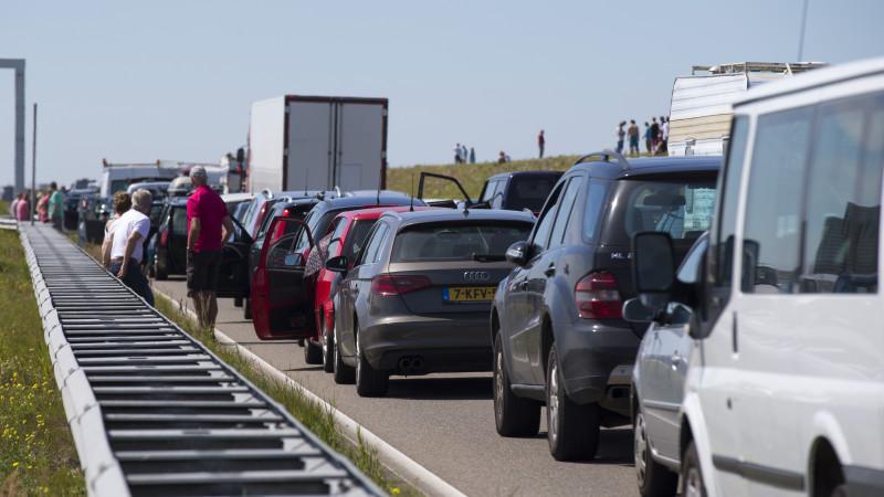 Afsluitdijk richting provincie afgesloten door ongeluk.