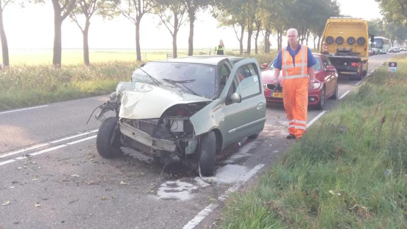 Automobilist gewond na botsing tegen boom langs N247.