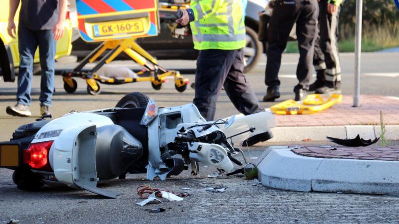 Scooterrijdster gewond na ongeluk voor Bussumse camping.