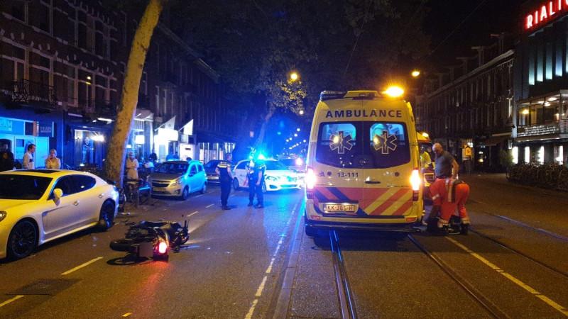Snorscooterrijder ernstig gewond bij ongeluk in Amsterdam.