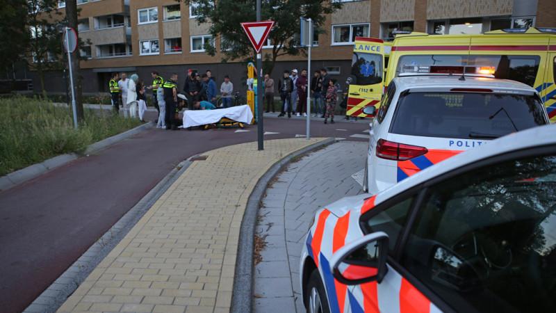Fietser gewond na botsing met maaltijdbezorger in Haarlem.