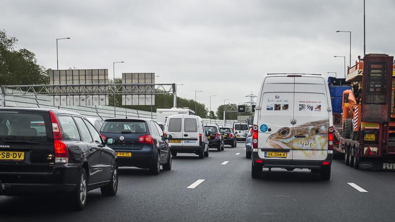 Chaos na ongelukken op de Brabantse snelwegen: A50 blijft tot 13.00 uur dicht.