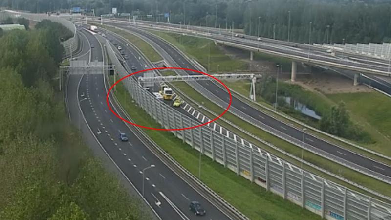 File op A10 West na ongeluk op A8: Rijd via wisselbuis Coentunnel.